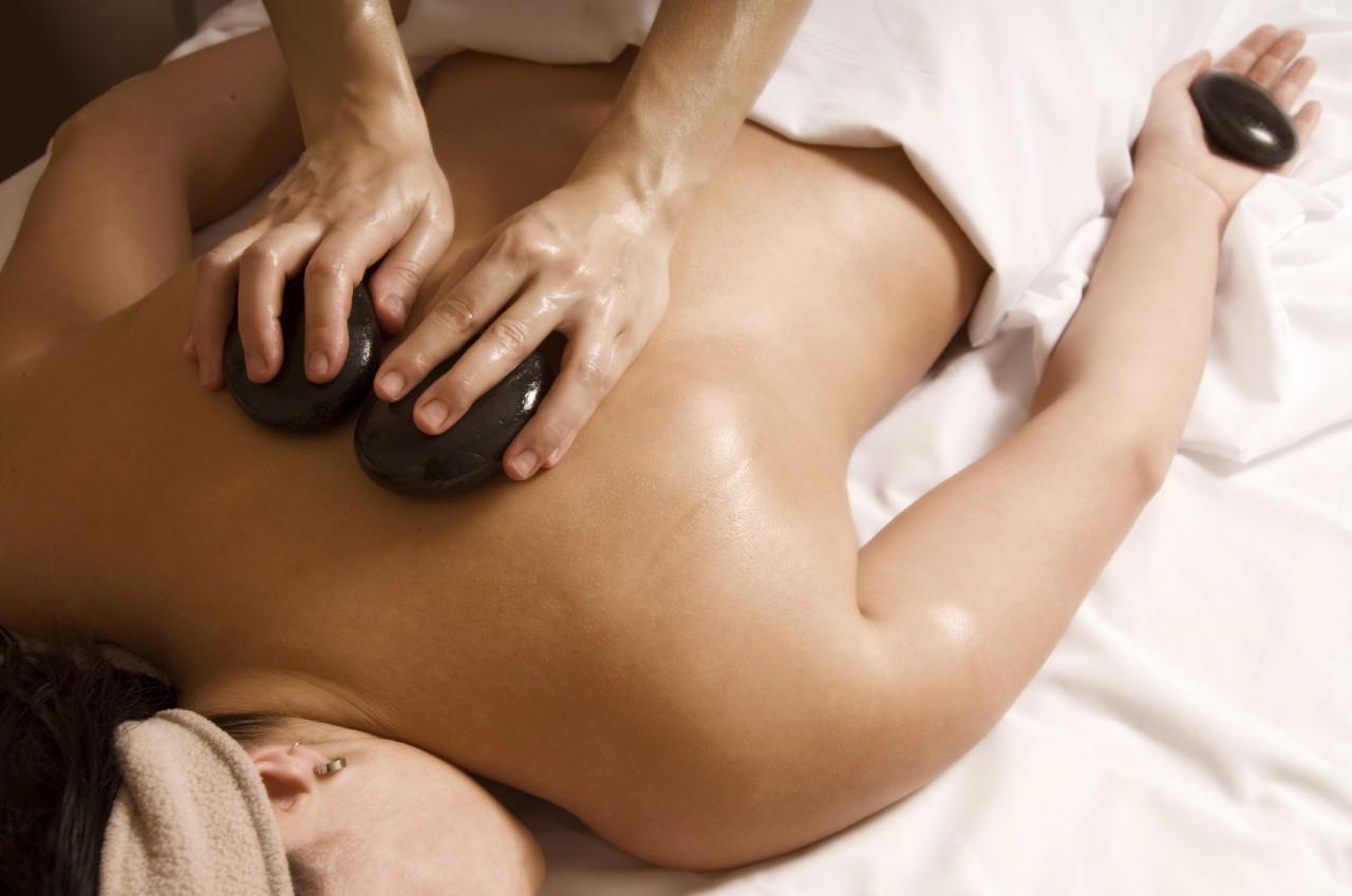 massage mit heissen steinen